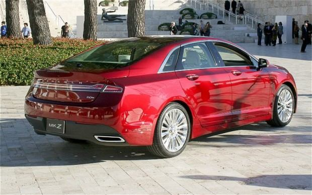 2013-Lincoln-MKZ-rear-three-quarters