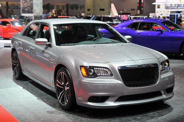 01-2013-chrysler-300-srt8-core-chicago