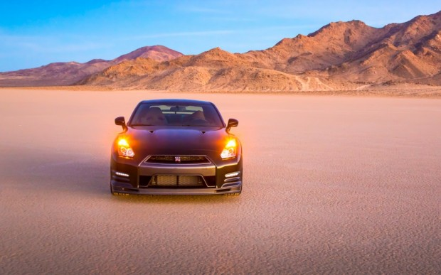 2014-Nissan-GT-R-Track-Editino-front-side-view-1024x640
