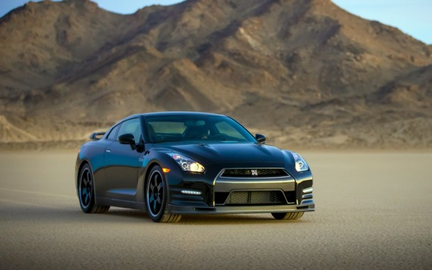 2014-Nissan-GT-R-Track-Edition-front-right-03-1024x640