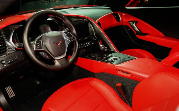 2014-chevrolet-corvette-live-reveal-stingray-interior-1024x640