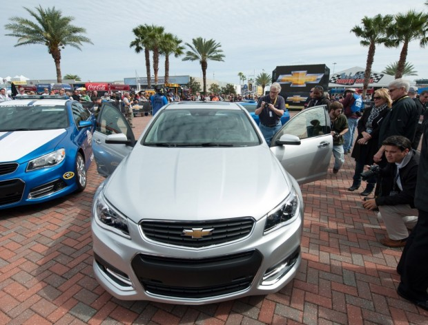 2014-chevrolet-ss-at-its-debut-at-the-daytona-international-speedway_100419452_l