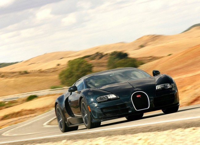 Bugatti-Veyron_Super_Sport_2011_photo_04