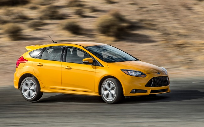 2013-Ford-Focus-ST-front-view-in-motion