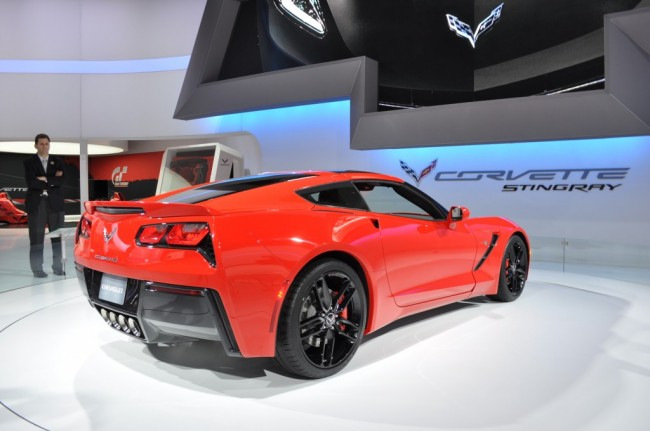 2014-Chevrolet-Corvette-Stingray-red-back-2