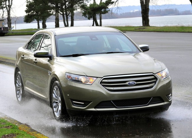 Ford-Taurus_2013_1024x768_wallpaper_02