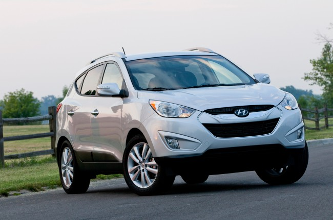 2013-Hyundai-Tucson-front-right-side
