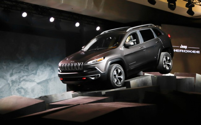 2014-Jeep-Cherokee-front-three-quarters