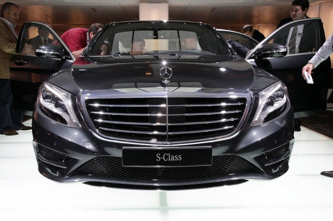 2014-s-class-reveal-live-15
