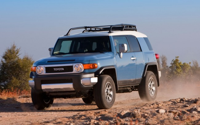 2013-Toyota-FJ-Cruiser-front-left-view