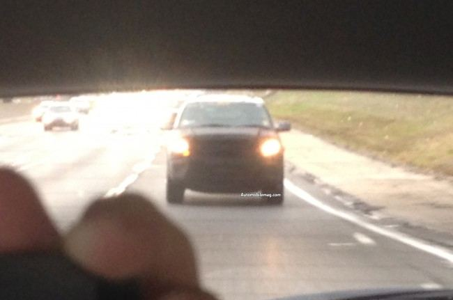 2015-Ford-Expedition-spied-front