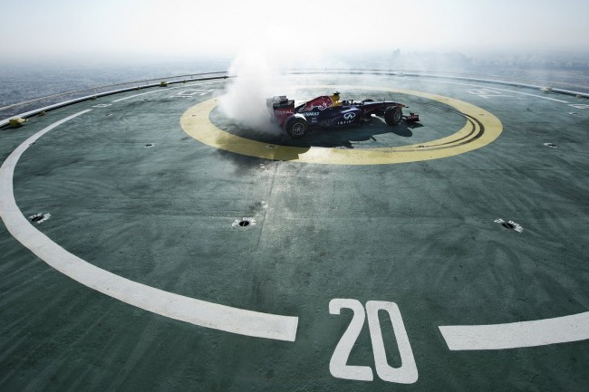 burj-al-arab-helipad-david-coulthard-f1-red-bull