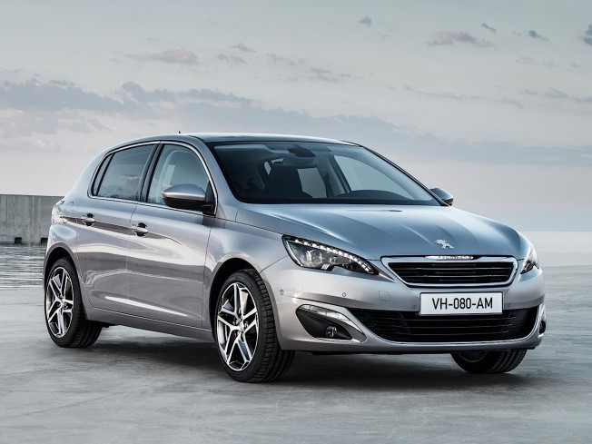 fresh-2014-peugeot-308-photos-leaked-shed-new-light-on-french-compact-photo-gallery_1