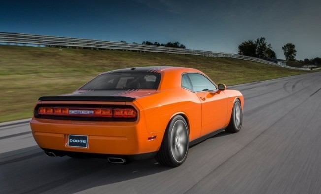 2015-dodge-challenger-srt-hellcat-rumored-to-break-cover-in-detroit-74444-7