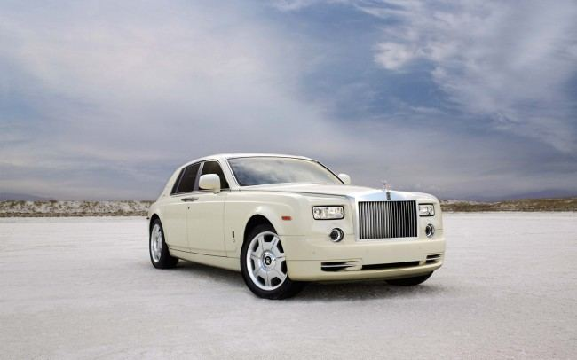 Rolls-Royce-Phantom-front-three-quarter