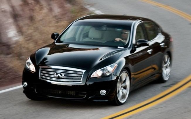 2011-infiniti-m56-front-three-quarter-motion