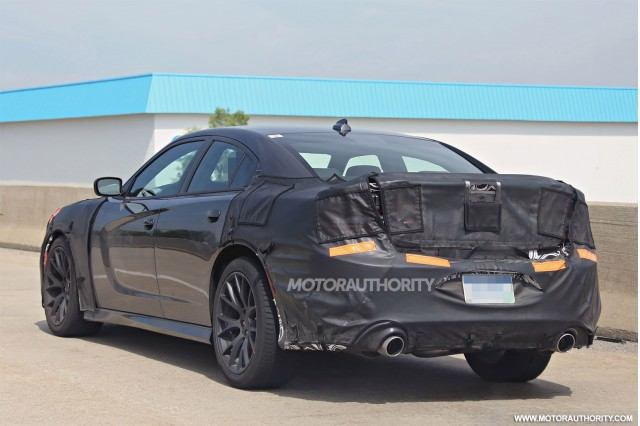 2015-dodge-charger-srt-spy-shots_100471676_m