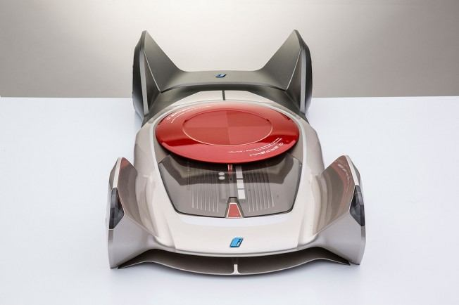 BMW-iQ-Concept-by-Chris-Lee-Scale-Model-04