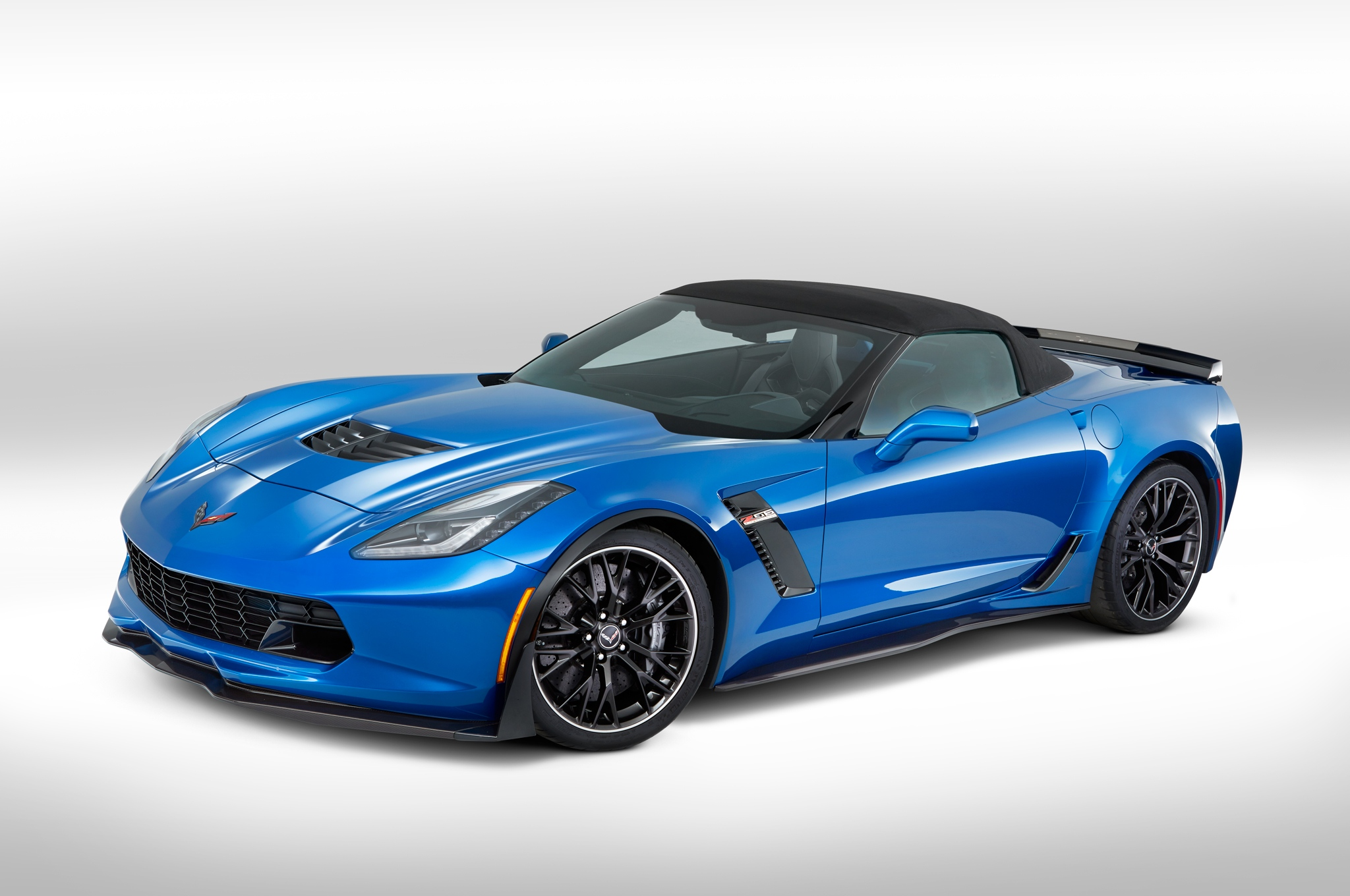 2015-chevrolet-corvette-z06-convertible-front-three-quarters