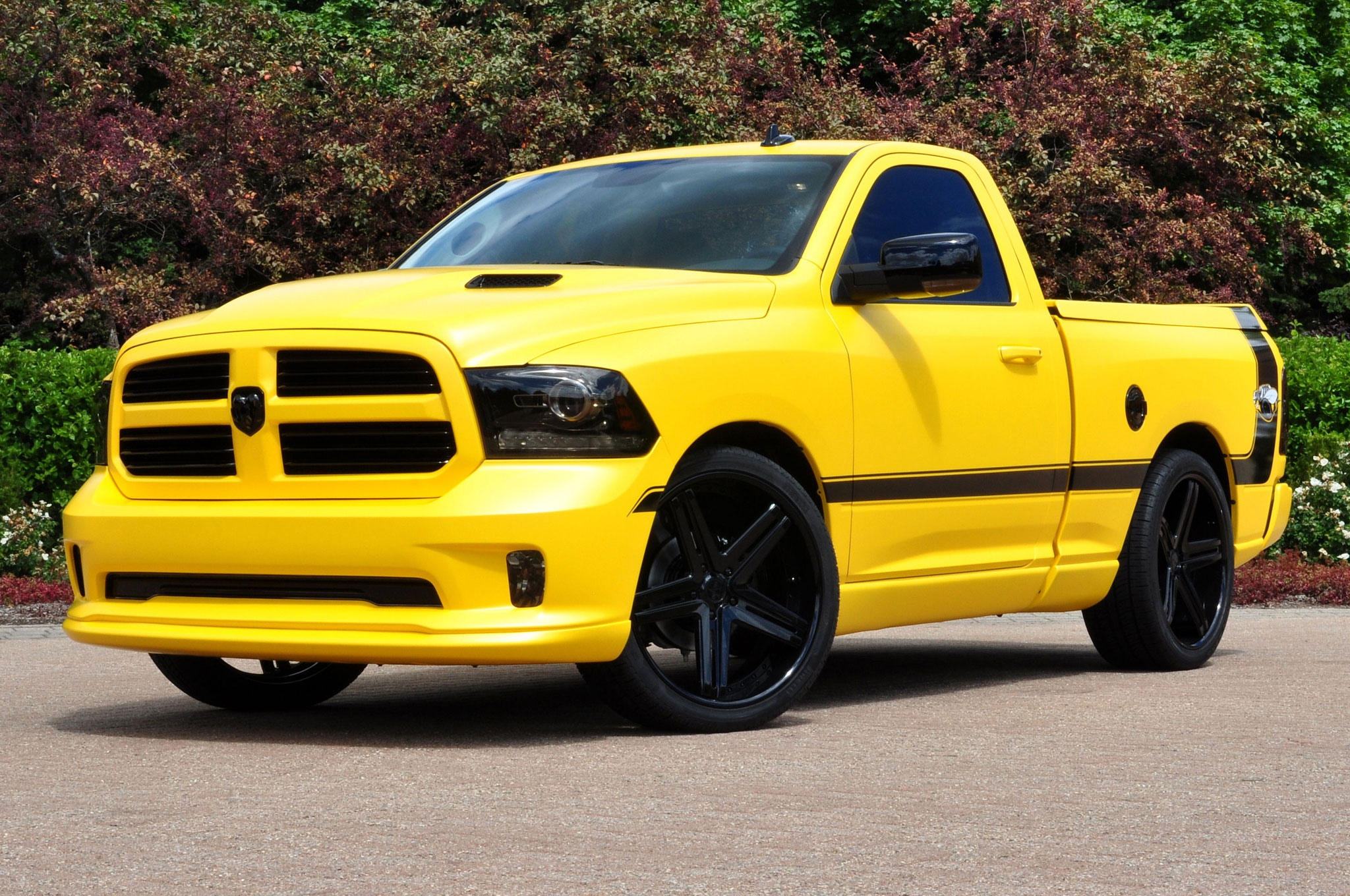 ram-1500-rumble-bee-concept-front-side-view