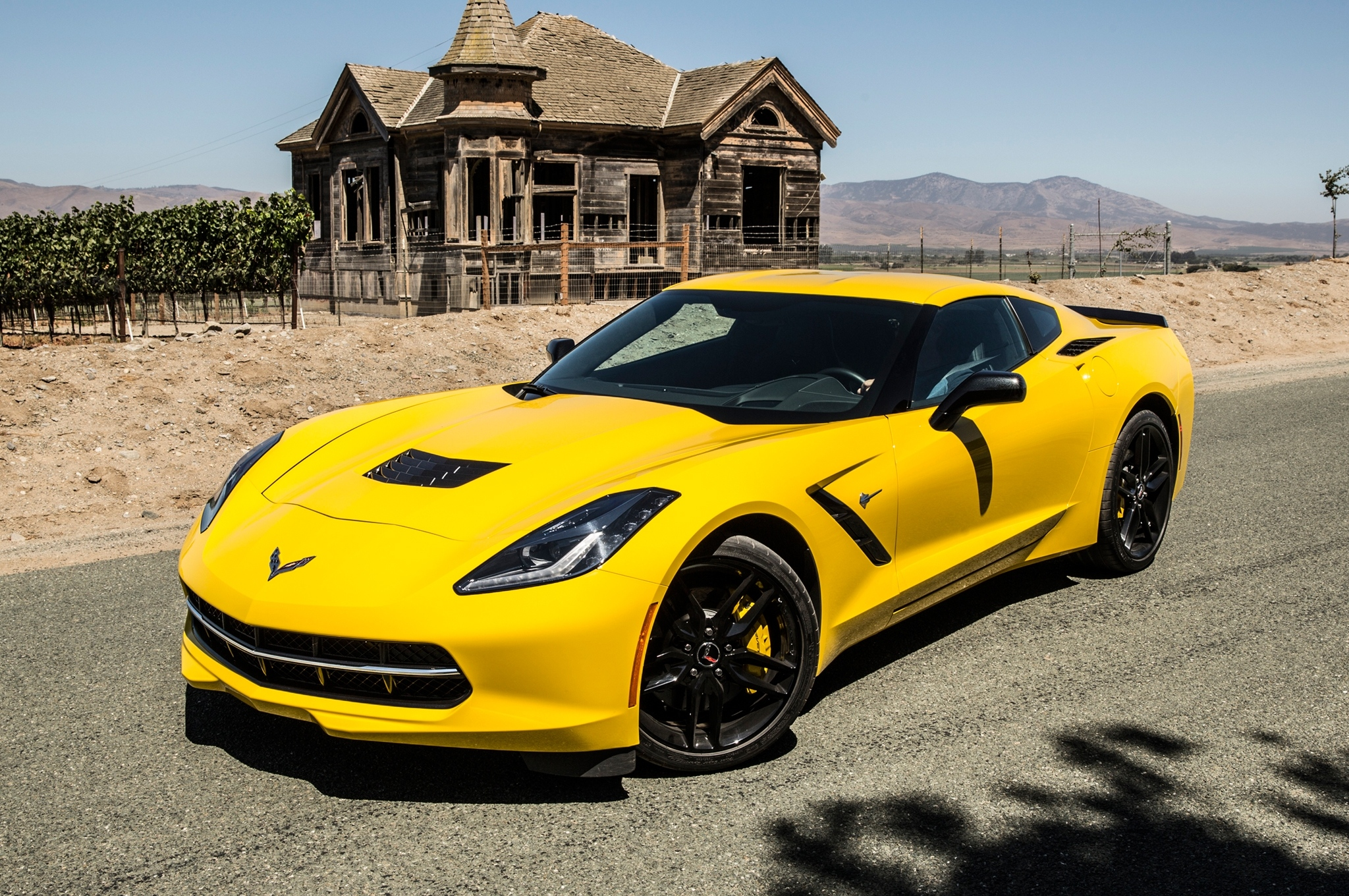 2014-chevrolet-corvette-stingray-front-three-quarter