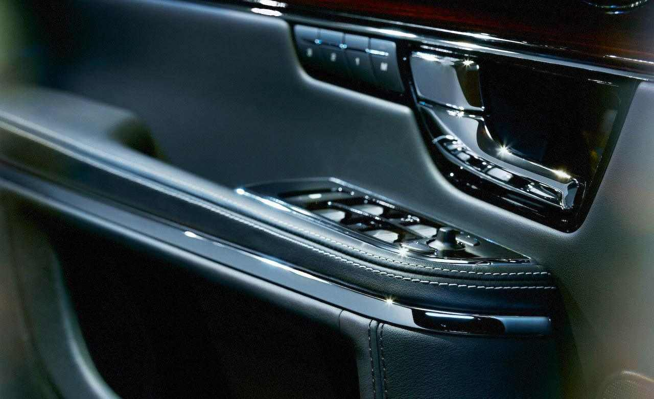 2010-jaguar-xj-interior-door-panel-photo-286795-s-1280x782