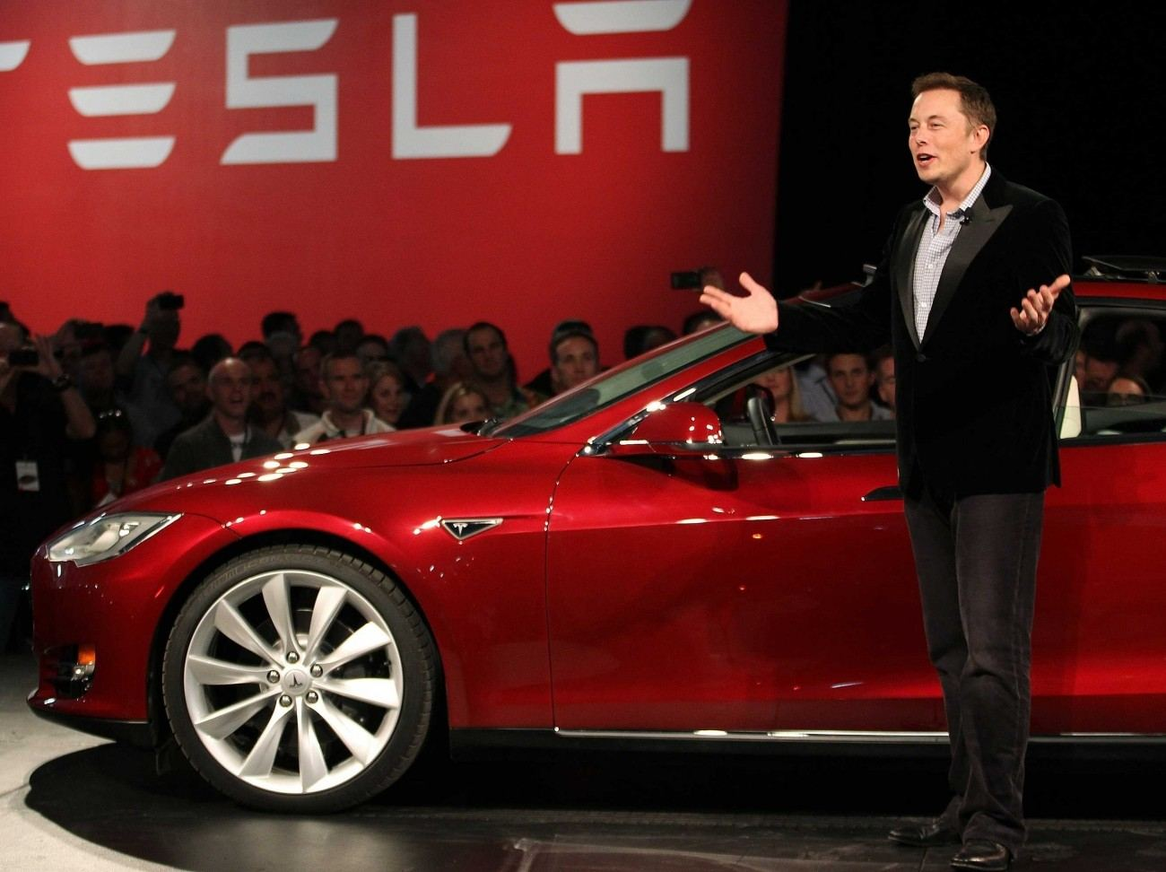 38213_01_elon_musk_plans_to_serve_as_tesla_ceo_for_another_4_5_years_he_says_full