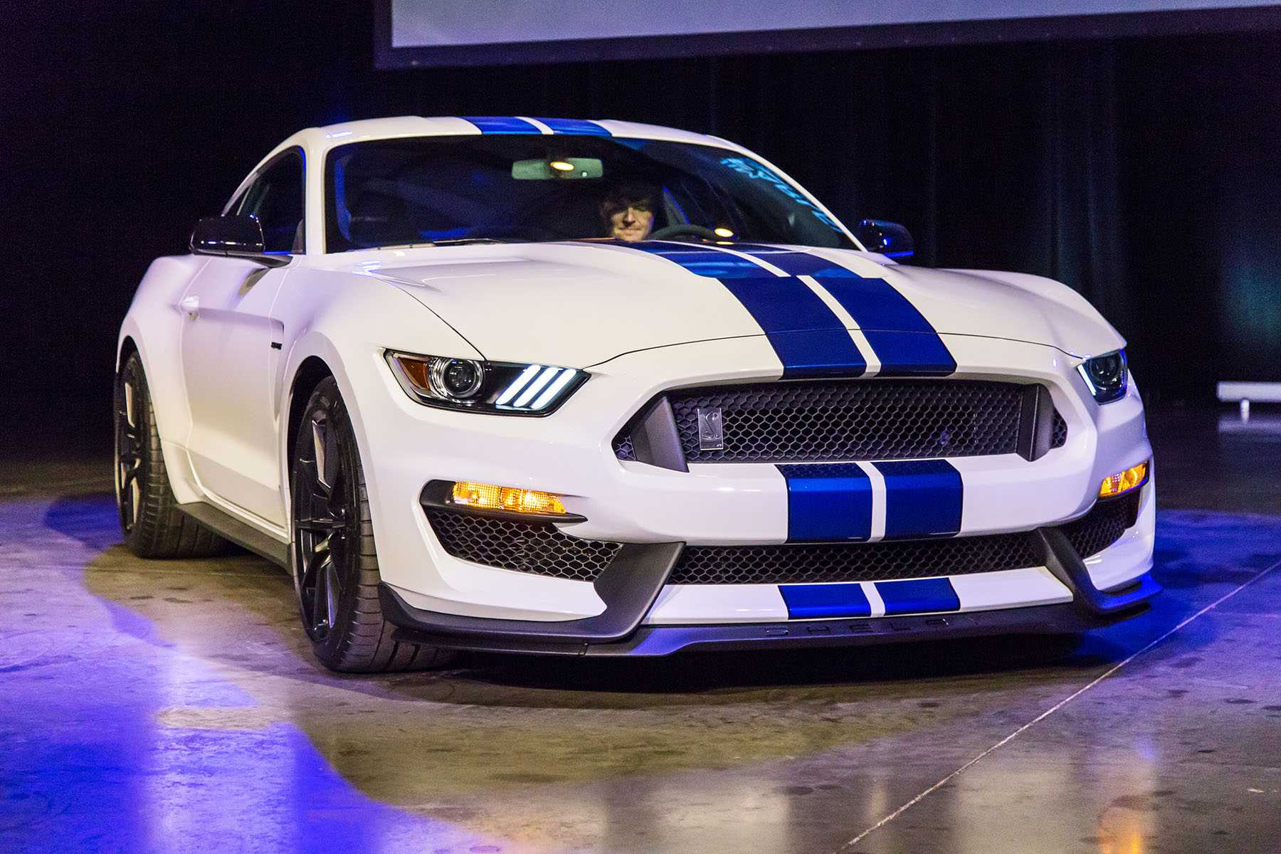 2015-Ford-Mustang-Shelby-GT350-MS-00