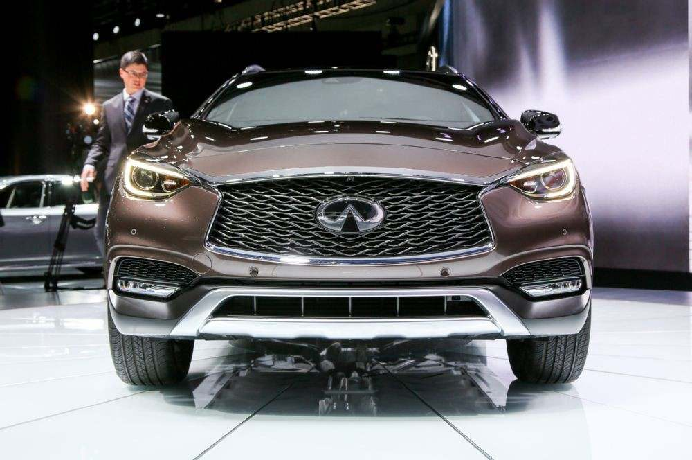 2017-infiniti-qx30-front-end