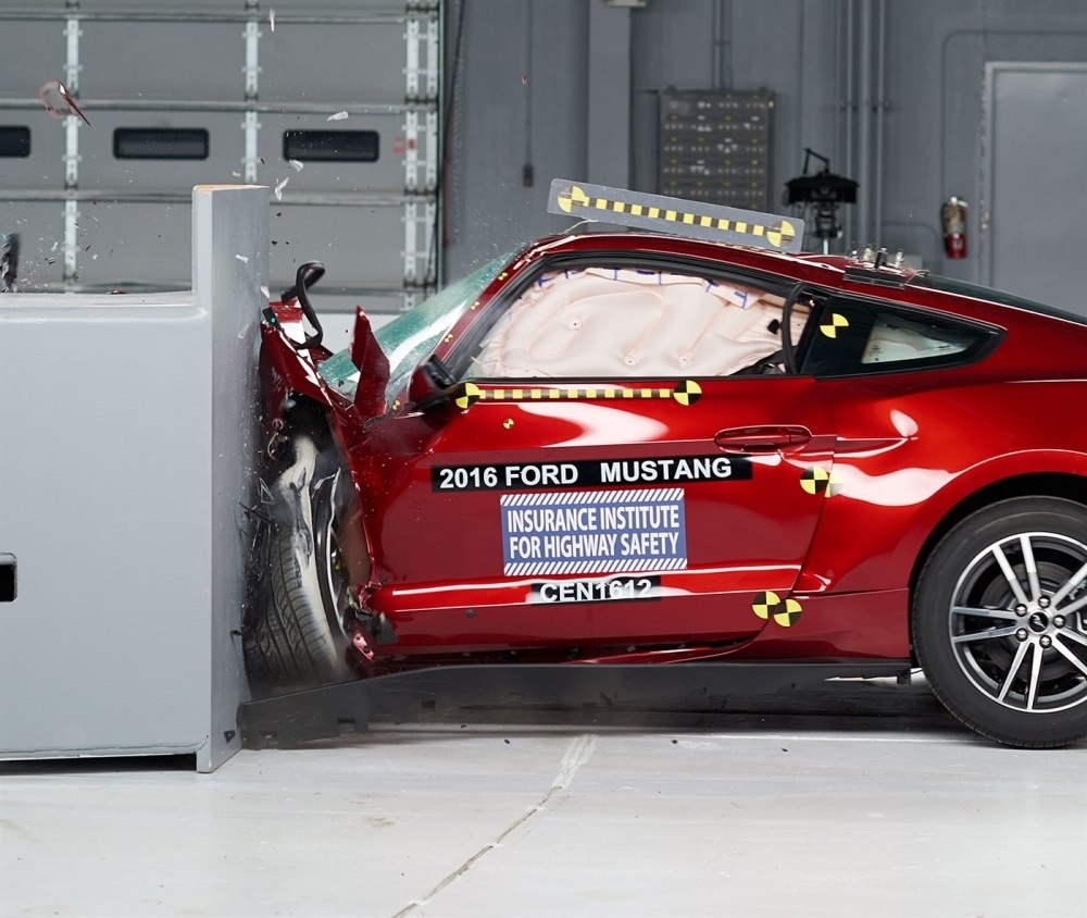 2016 Ford Mustang IIHS rating 1