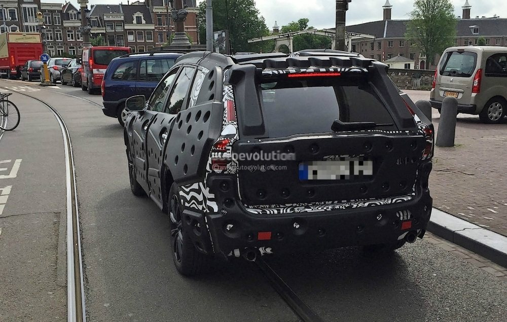 2018-volvo-xc60-spied-for-the-first-time-in-amsterdam_3
