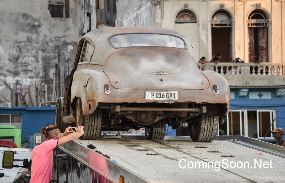 Cubans take snapshots of cars used during the shooting of Fast & Furious 8 in Havana, on April 28, 2016.  / AFP / ADALBERTO ROQUE        (Photo credit should read ADALBERTO ROQUE/AFP/Getty Images)