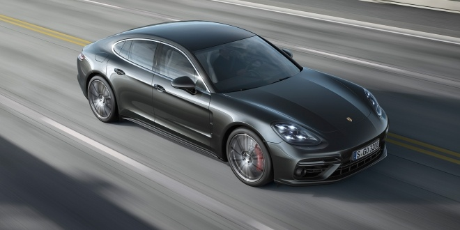 2017-Porsche-Panamera-Turbo-top-view-in-motion-1