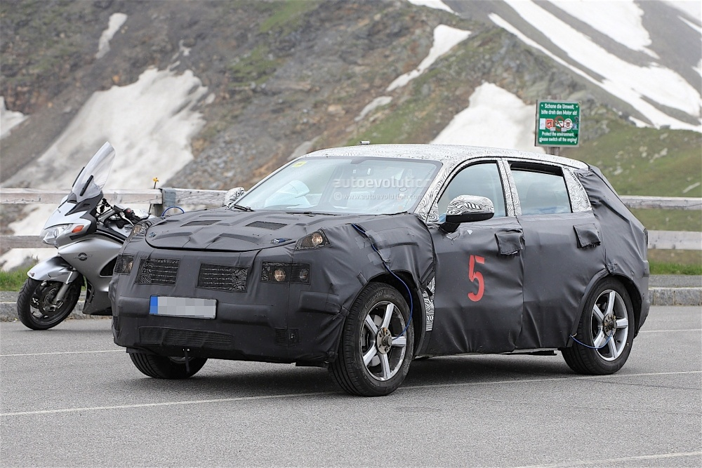 geely-Crossover-spy_3