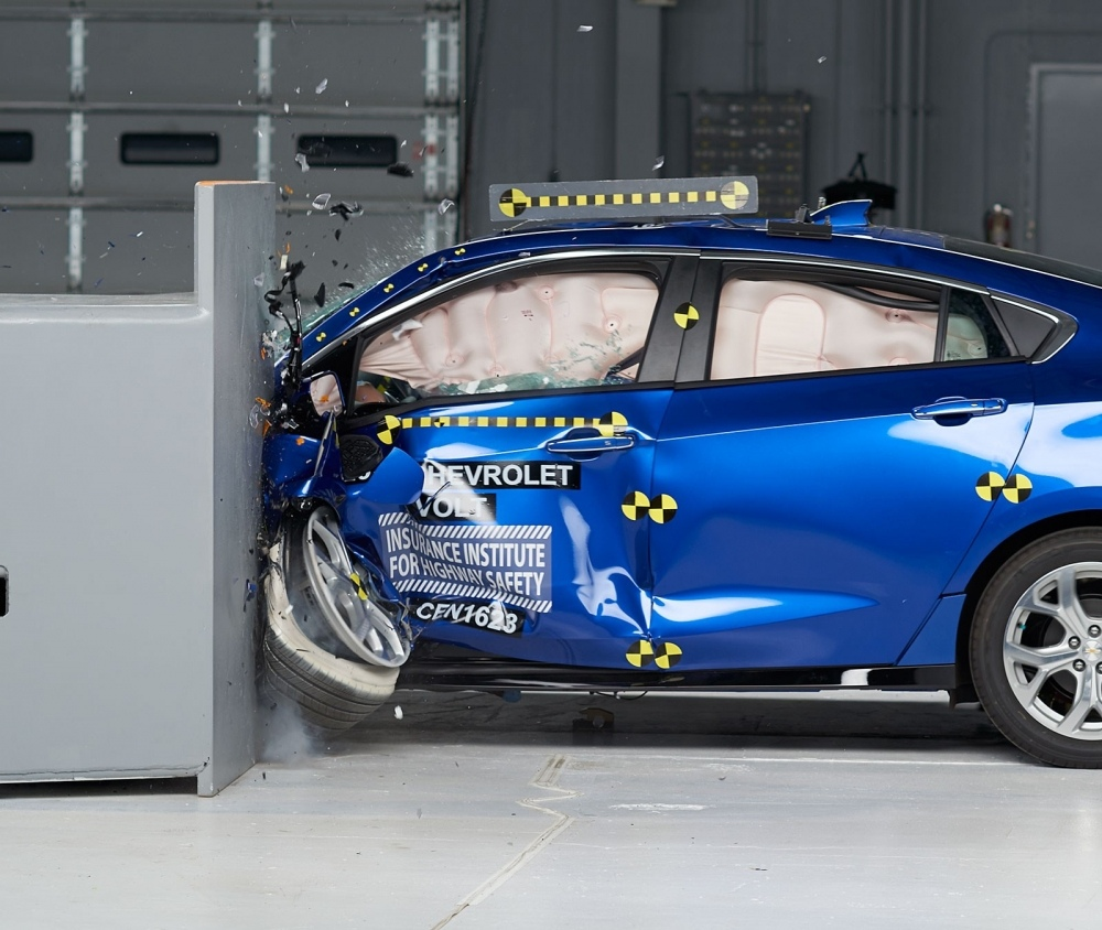 2017-chevrolet-volt-iihs-rating-1