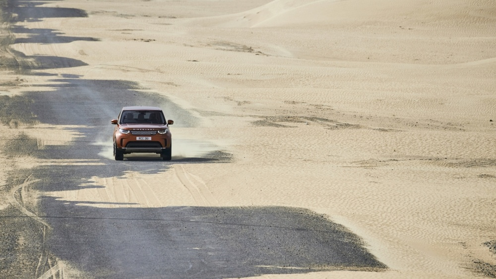 2017-land-rover-discovery-15