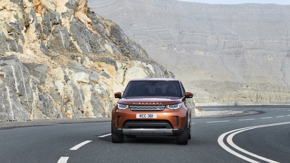 2017-land-rover-discovery-23