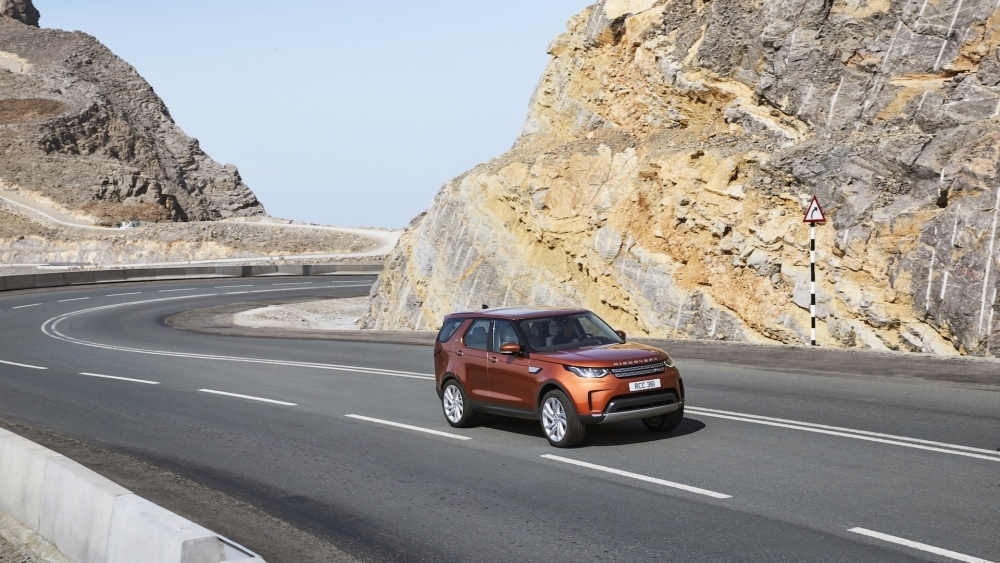 2017-land-rover-discovery-24