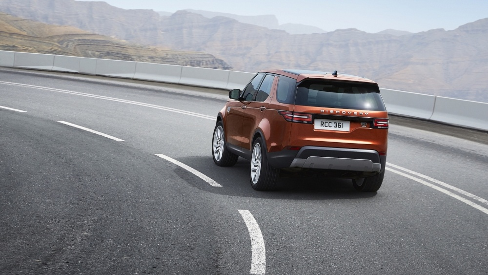 2017-land-rover-discovery-25