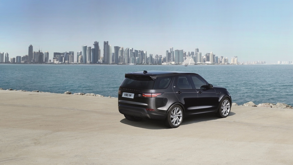 2017-land-rover-discovery-36