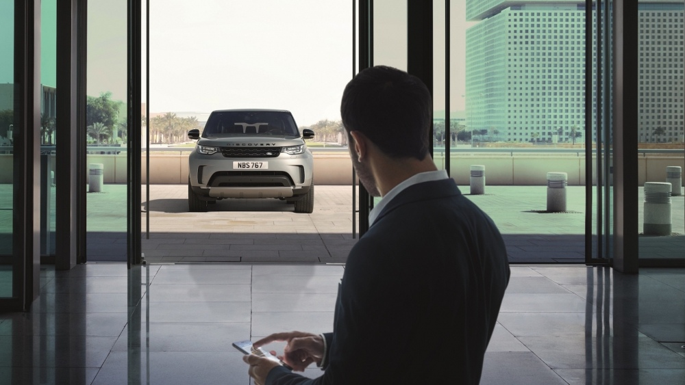2017-land-rover-discovery-38