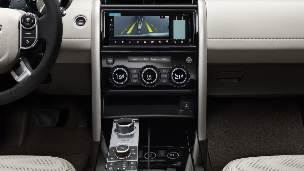 2017-land-rover-discovery-44
