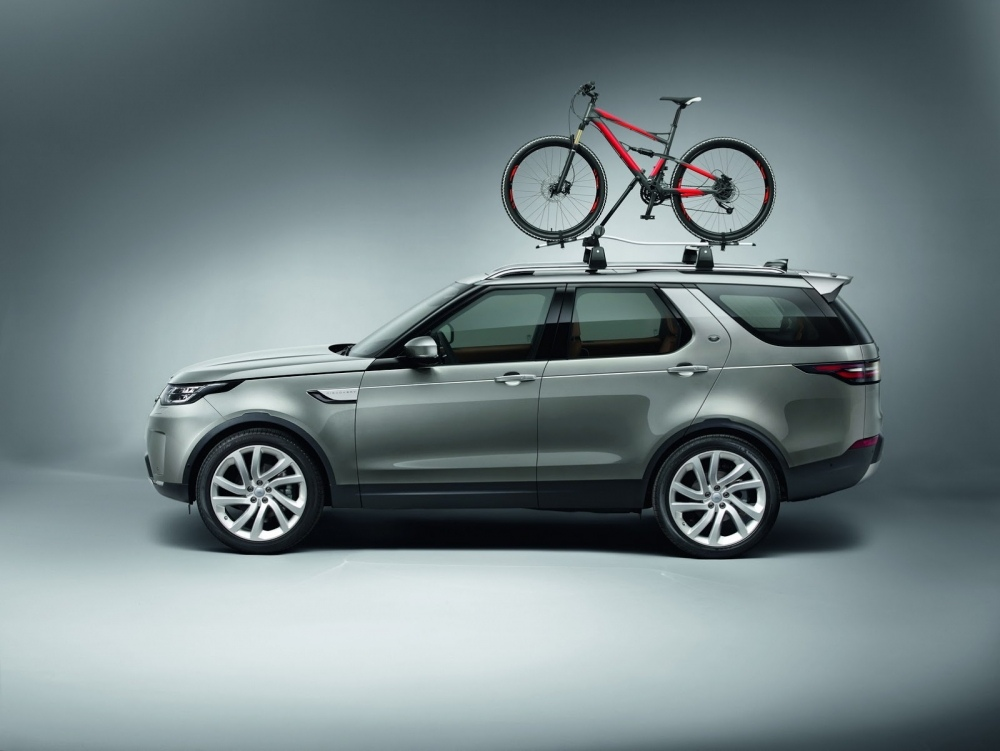 2017-land-rover-discovery-77