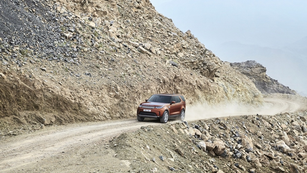 2017-land-rover-discovery-9