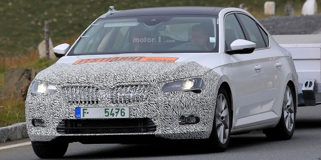 skoda-superb-facelift-spy-photo (6)